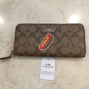 NEW Coach NYC Ltd Edition Hot Dog Accordion Wallet